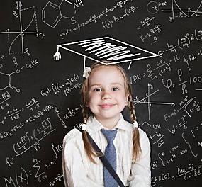 数学黑板报小女孩图片