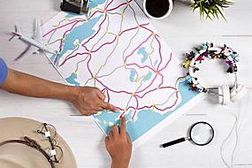 手和地图图片