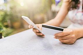 手机和卡片